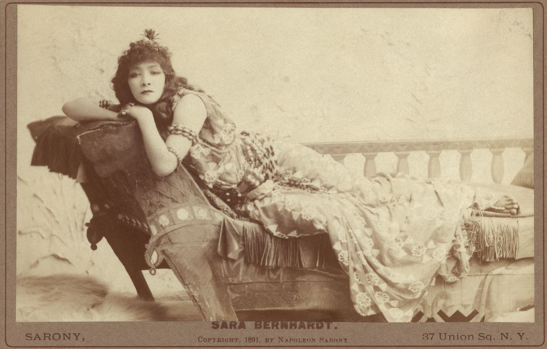 harvard_theatre_collection_-_sarah_bernhardt2c_cleopatra2c_tc-2